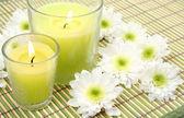 свечи и цветы — Стоковое фото