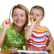 Mother and the daughter draw — Stock Photo
