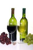 натюрморт с вином и гроздь винограда — Стоковое фото