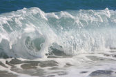 Twirled sea wave approaching on coast — Stock Photo