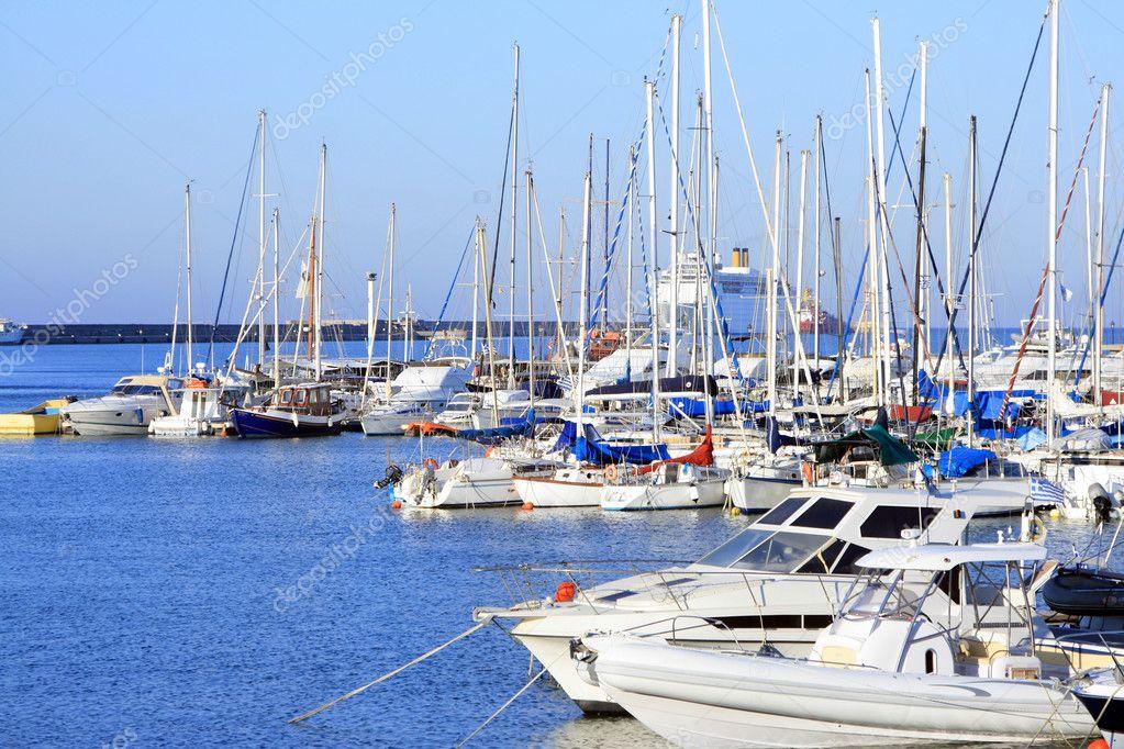 греческие парусные лодки