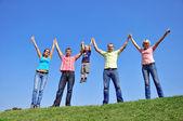 Grupo de cuatro amigos y los niños — Foto de Stock