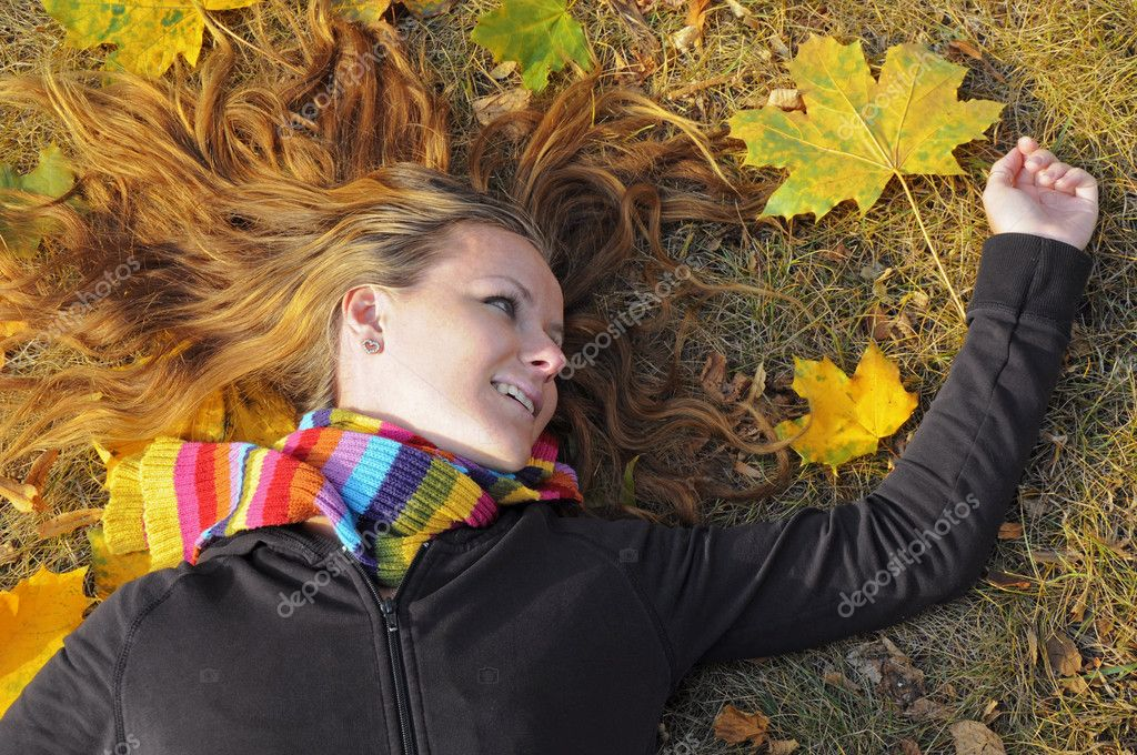 Girl in the foliage, autumn in the park — Stock Photo #1220524