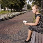auf einer Parkbank ein Sommergarten — Stockfoto #1240734