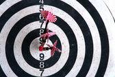 Tablero de dardos con flechas — Foto de Stock