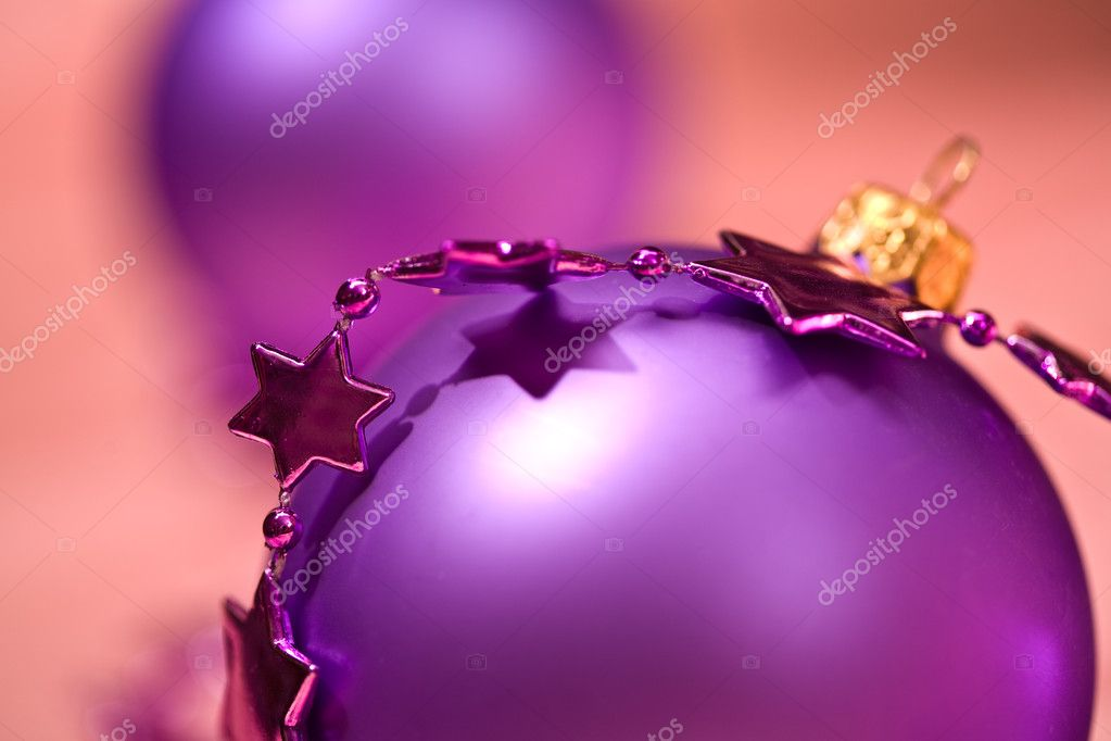 Holiday series: lilac christmas ball and starshaped garland  Lizenzfreies Foto #1309606
