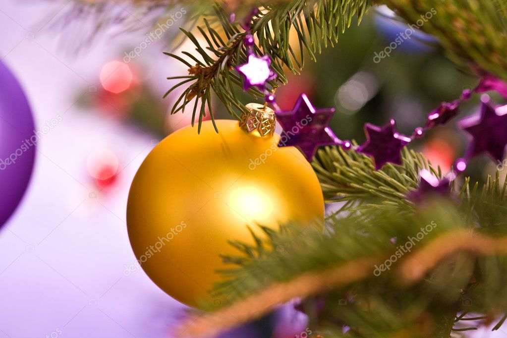 Holiday series: golden christmas ball and garland — Stock Photo #1320576