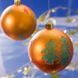 golden weihnachten ball — Stockfoto