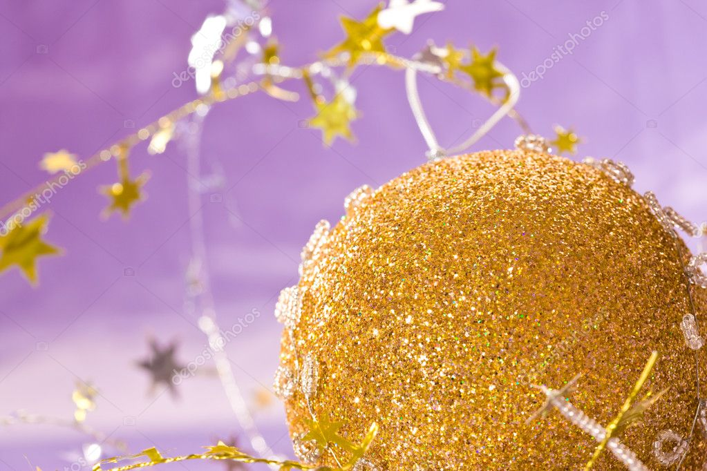Holiday series: christmas golden ball with star-shaped garland — Stock Photo #1366154