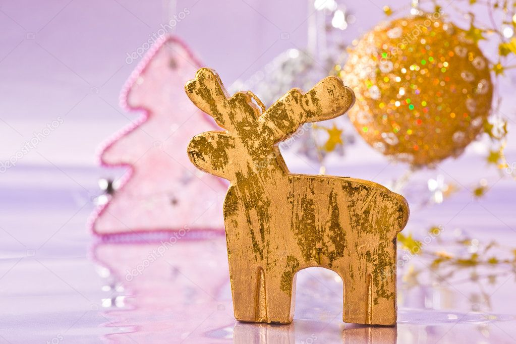Holiday series: christmas golden deer with decorated fir — Stok fotoğraf #1367098