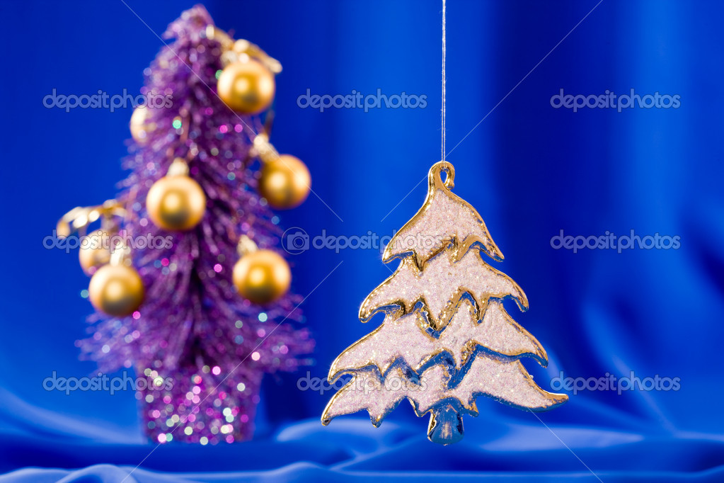 Holiday series: golden Christmas fir with rich decorated  background — Stock Photo #1368122
