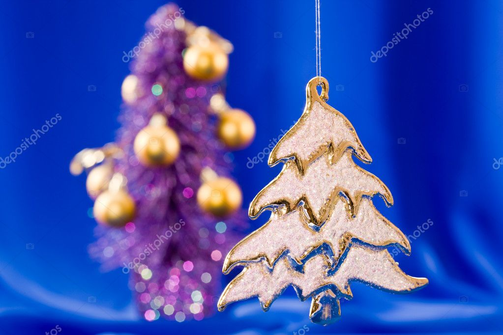 Holiday series: golden Christmas fir with rich decorated  background — 图库照片 #1368140