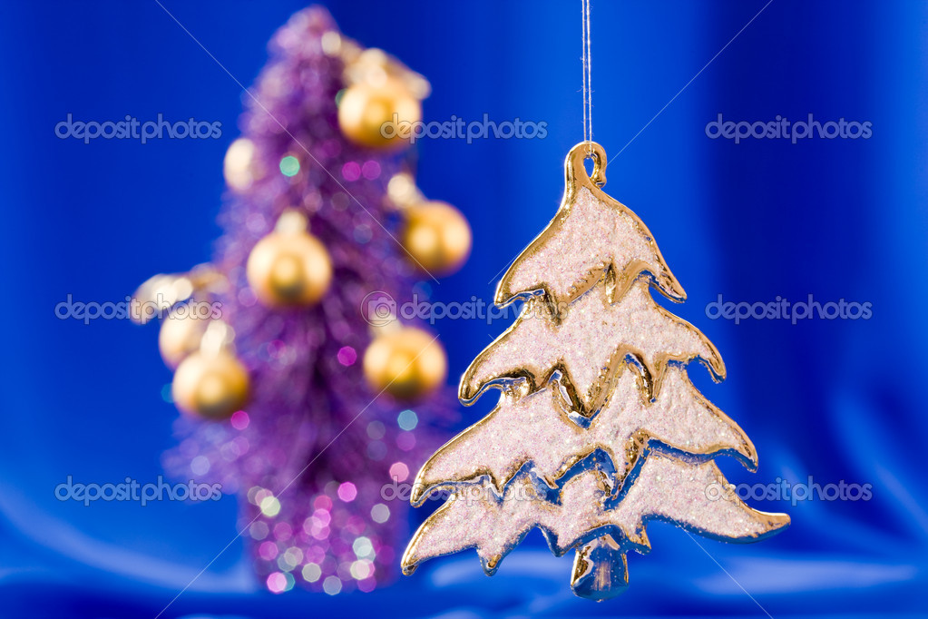 Holiday series: golden Christmas fir with rich decorated  background — Photo #1368140