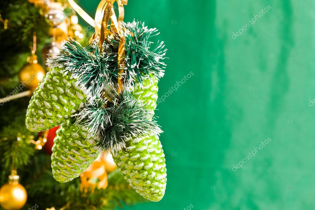 Holiday series: christmas green conel on decorated background — Lizenzfreies Foto #1377692