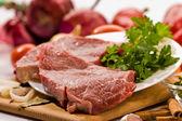 сырое мясо — Стоковое фото