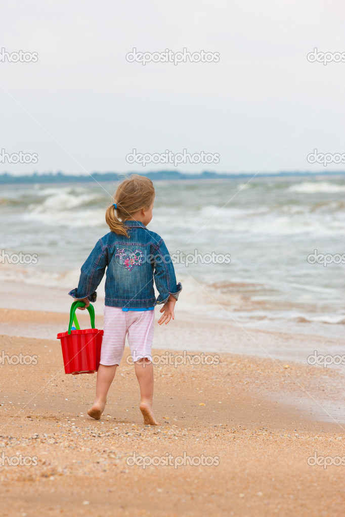 Series: little girl on the beach play with toy — Stock Photo #1444862