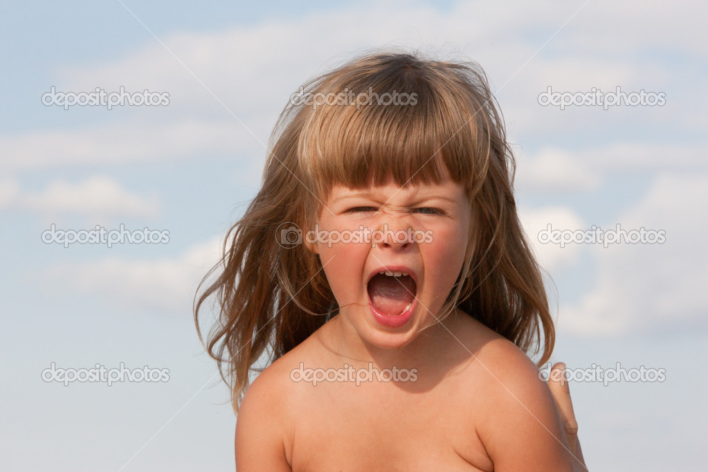 Series: summer portrait of screaming little girl — Stock Photo #1444982