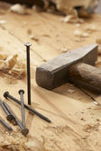 Hřebík a kladivo — Stock fotografie