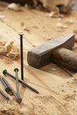 Clavo y martillo — Foto de Stock