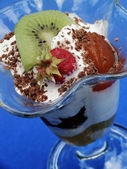Ice cream with fruit — Stok fotoğraf