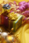 Christmas decoration with gift box — Zdjęcie stockowe