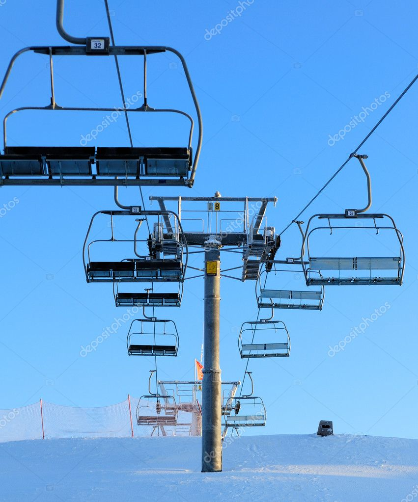 Ski lift against a blue sky — Stock Photo #1317230