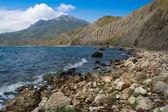 Panorama di montagne e vedere riva — Foto Stock