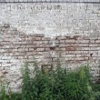 An ancient brick wall — Stockfoto