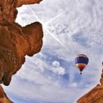 The balloon flies above canyon — Stock Photo