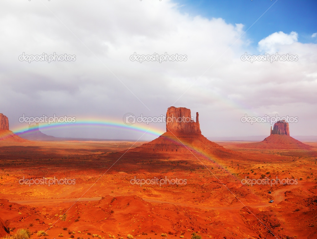 Magnificent rainbow in Monuments Valley  in reservation of Indians Navajo — Stock Photo #2616634