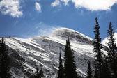 Starker Wind in Schnee-Bergen — Stockfoto