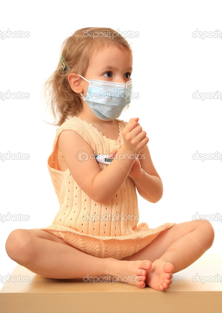 Little girl in a non-permanent medical mask with a thermometer. — Stock Photo #1232423