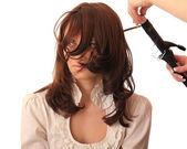 Saç stilisti yapan güzel kız. — Stok fotoğraf