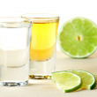 Blanc and Gold Tequila with lime slices — Stock Photo
