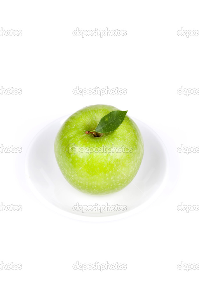 A Ripe Green Apple with leaf on plate isolated on white background — Stock Photo #1381916