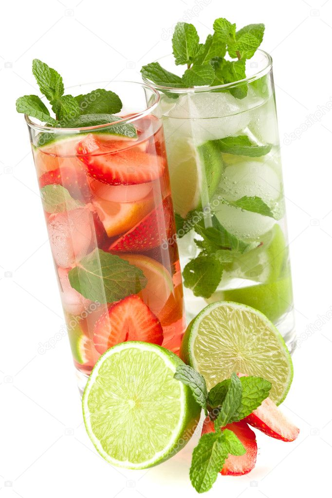 Cocktail collection: Strawberry and classic mojito isolated on white background — Stock Photo #2307098