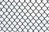 Czarny metalowy ruszt znowu białe — Zdjęcie stockowe
