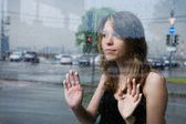 Pretty girl at the bus station — Stock Photo