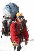 альпинист в горах кавказа — Стоковое фото