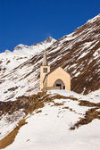 Church in winter alpine landscape — Stock Photo