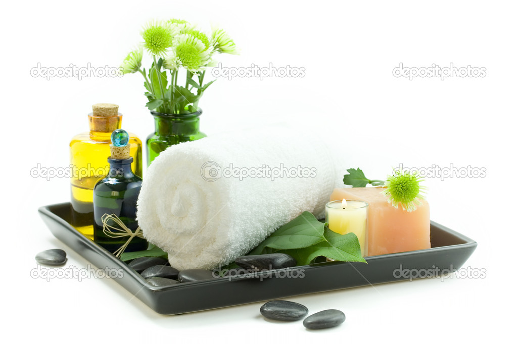 Relaxation spa set with candles, essential oils, towel, pebbles and fresh flowers, suited for spa and healthy lifestyle usage — Stock Photo #1703200