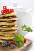 Stack of freshly prepared pancakes — Stock Photo