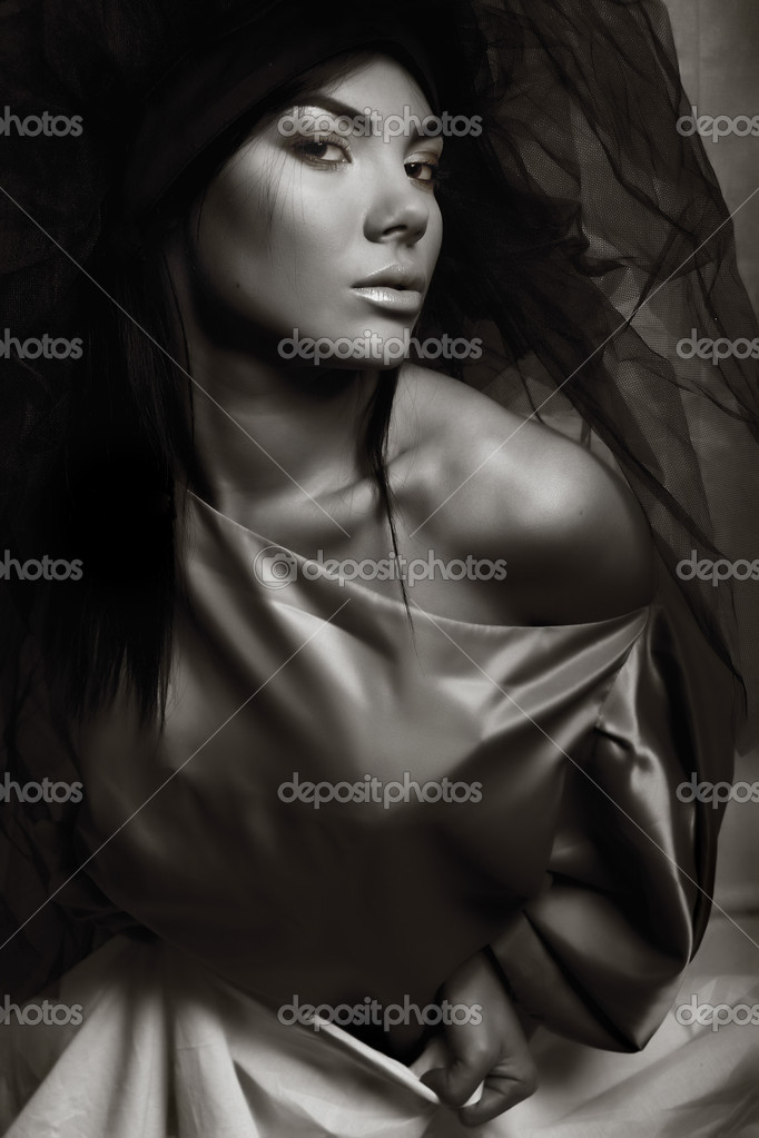 Artistic portrait of mysterious woman with beautiful eyes. Photo. — Stock Photo #1260583