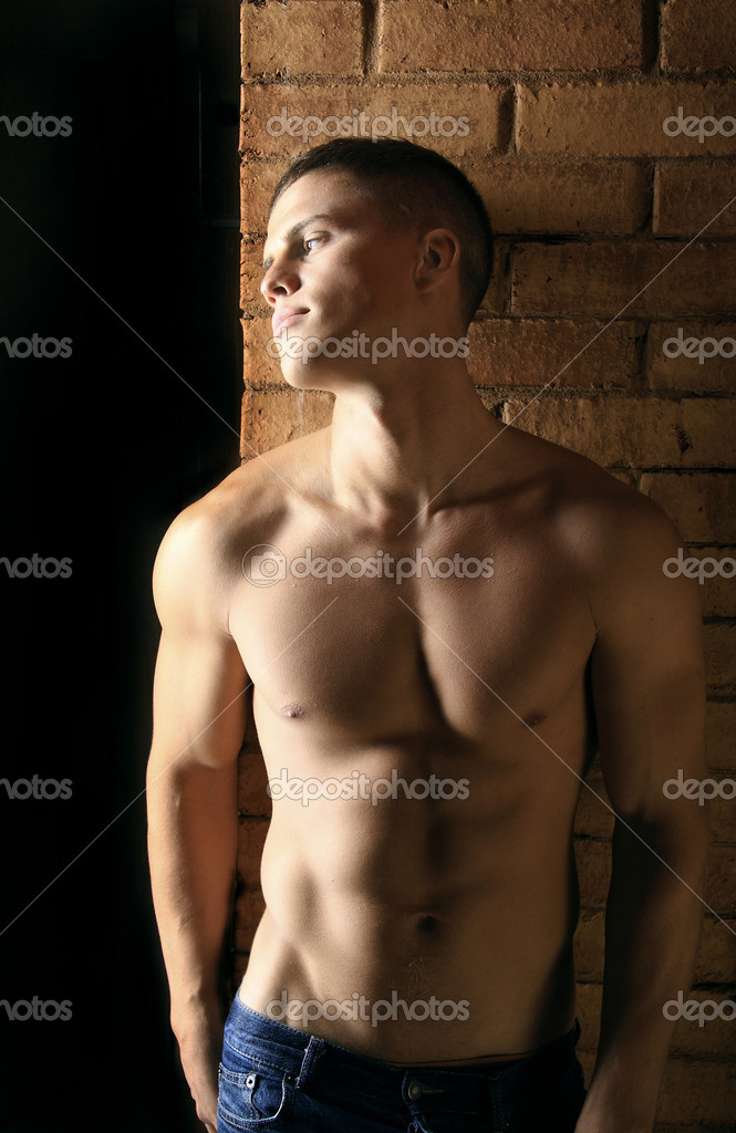 Profile portrait of beautiful man with body of athlete. Photo. — Stock Photo #1260759
