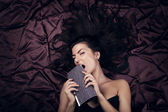 Glamour dame mit teure mode ladi — Stockfoto