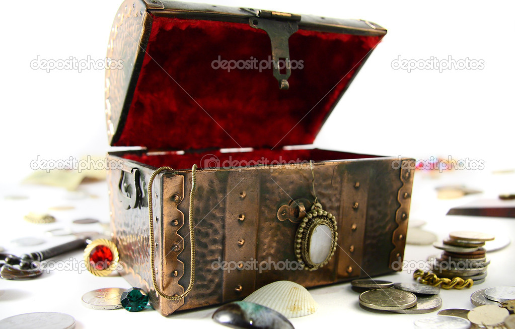 Lost ancient chest with treasures isolated on white background — Stock Photo #1282372