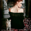 House cat and red-haired girl sitting — 图库照片