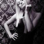 portrait de studio de belle jeune femme — Photo