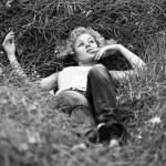 Carefree girl similar to Marylin Monro — Stock Photo