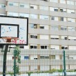 Basketball court in a social neighbourho - Foto Stock